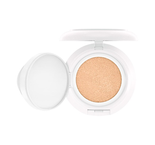 Lightful C + Coral Grass SPF 50/PA++++ Quick Finish Cushion Compact / Boom, Boom, Bloom